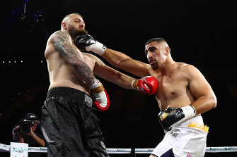 Justis Huni punches Jack Maris during Saturday night's short-lived bout.