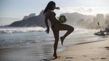 Catharina Michel seeks relief from the heat on Arpoador Beach, Rio de Janeiro