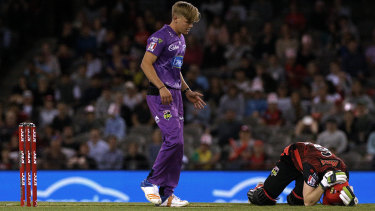 Sam Harper of Melbourne Renegades holds his head after the collision.