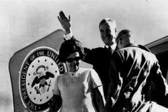 """A wave of greeting from Mr. Agnew as he and Mrs. Agnew leave the U.S. Presidential jet at Fairbairn R.A.A.F. base, Canberra yesterday. On the aircraft is Mr. Agnew's Vice-Presidential seal."" January 14, 1970"
