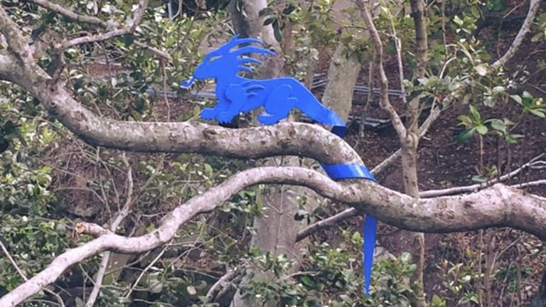 Blu Art Xinja's blue dragon sculpture.