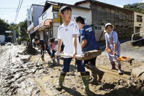 People start cleaning up in Marumori, Miyagi Prefecture on Sunday.