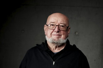 Tom Keneally will sing at the Edinburgh book festival later this year.