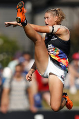 Tayla Harris in full flight. The picture brought out women-hating trolls ... who were then routed spectacularly in cyberspace.