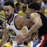 Curry hot as Warriors crush Trail Blazers
