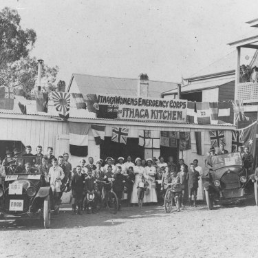 Members of the Women's Emergency Corps at Ithaca, the modern Brisbane suburb of Red Hill