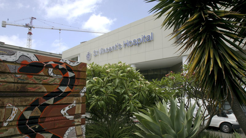 Man diagnosed with COVID-19 after presenting to Sydney's St Vincent Hospital