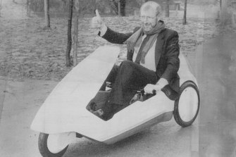 Sir Clive in the C5 at the Alexandra Palace, London launch, 1985.