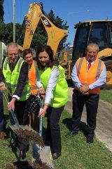 Premier Annastacia Palaszczuk and federal Roads Minister Paul Fletcher begin $400 million highway widening at Rocklea.