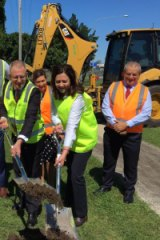 Premier Annastacia Palaszczuk and federal Roads Minister Paul Fletcher begin $400 million highway widening at Rocklea.