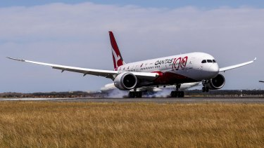 "Qantas says it has taken an important step in making its ""Project Sunrise"" flights from Australia's east coast to London and New York a reality."