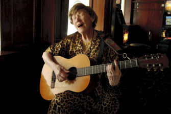 Doris Goddard performs at the Hollywood Hotel in 2009.
