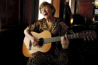 Doris Goddard performs at the Hollywood Hotel in 2009.