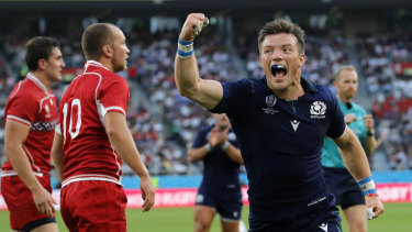 Scotland hammered Russia 61-0 in Shizuoka on Wednesday to keep their playoff hopes alive.
