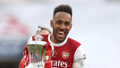 Arsenal talisman Aubameyang on brink of new deal