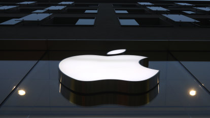 It's 'Silicon Valley vs the banks': Apple's big threat in finance