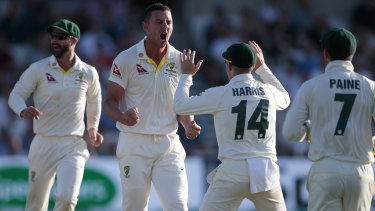 Australia's bowlers are chasing quick wickets to seal victory in the third Test.
