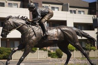 Manikato statue