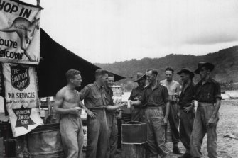 A Salvation Army volunteer distributes hot beverages to Australian troops in Papua New Guinea in 1945.