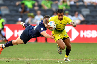 Maurice Longbottom breaks away from the Scottish defence in Parramatta on Saturday.