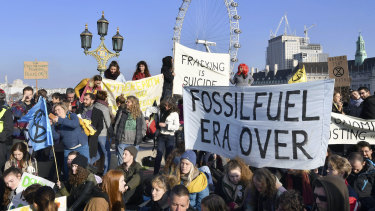 Hundreds of protesters block off London's main bridges last weekend to demand the British government take climate change seriously.