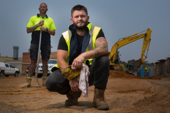 Robert Johnstone, centre, and mate Nate Alison are tradies who have offered their services to bushfire victims for free.