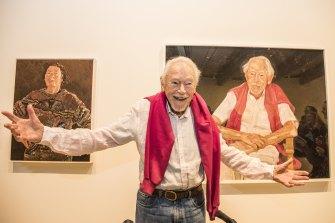 Guy Warren next to Peter Wegner's 2021 Archibald Prize-winning portrait of him.