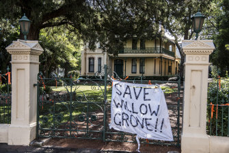 "The CFMEU says it will put ""bodies in front of machinery"" to protect the historic Willow Grove."