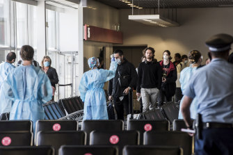NSW Health officials screen  passengers arriving in Sydney from Melbourne.