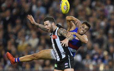 Jeremy Howe of the Magpies and and Sam Lloyd of the Bulldogs contest the ball at the MCG on Friday night.