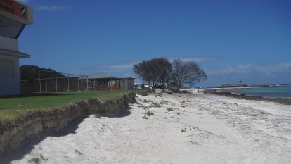 Fresh battle erupts in Lancelin's erosion wars as town clings to beach driving