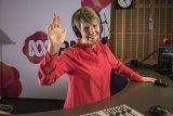 Fran Kelly waves goodbye from the Radio National breakfast desk