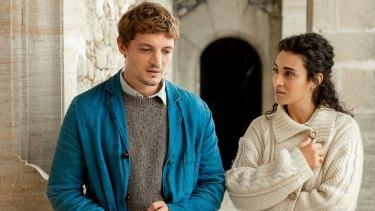 Maxime (Niels Schneider) andDaphne (Camelia Jordana) bond over heartbreak in Love Affair(s).