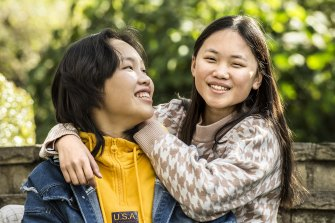 The Young Archies winner Jacqueline Qin with her sister Jessica who was the subject for her winning portrait.