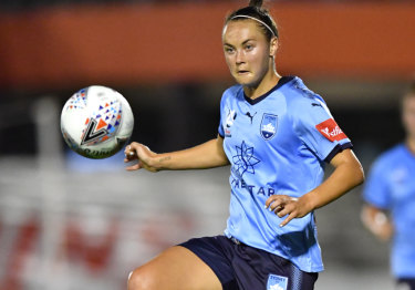 Caitlin Foord in action for Sydney FC during the W-League semi-final against Brisbane Roar.