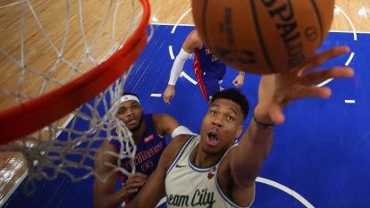 Bucks make it 13 straight wins in NBA