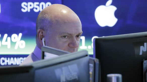 Tech wreck: Wall Street plunges as Apple, trade concerns worry investors