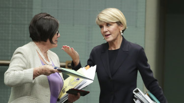 Julie Bishop talks to crossbencher Cathy McGowan.