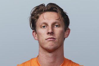 Lachie Whitfield will be at the Giants until at least the end of the 2027 season.