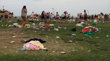 Beach Party 2020 Sydney Christmas Day Revellers leave Christmas chaos at a Sydney beach