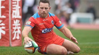 Bernard Foley scores a try for Kubota Spears in Japan's Top League.