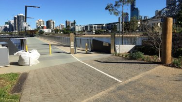 The end of the New Farm Riverwalk, which has separated cycling and pedestrian pathways, leads directly into a single shared gravel pathway at the end of the Wharves precinct.