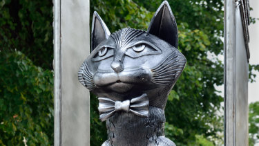 Zelenograd's monument to its cats.