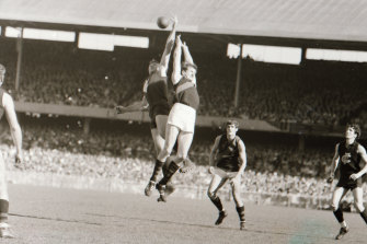 Ruck contest in the 1968 Grand Final.
