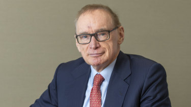 Former foreign affairs minister Bob Carr has written to about 70 international government contacts in Europe.