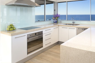 Artificial stone contains up to 95 per cent silica, compared to less than 40 per cent silica in natural stone.