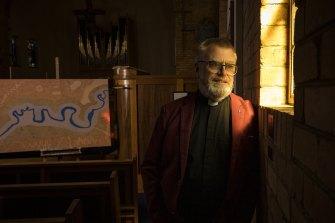 Artist Reverend Glenn Loughrey, a Wiradjuri man.