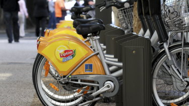 The council and NRMA Insurance signed a new deal to replace the yellow Lipton mudguards.