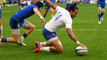 France beat Italy to go top of Six Nations