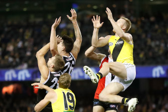 Jack Riewoldt flies for Richmond.